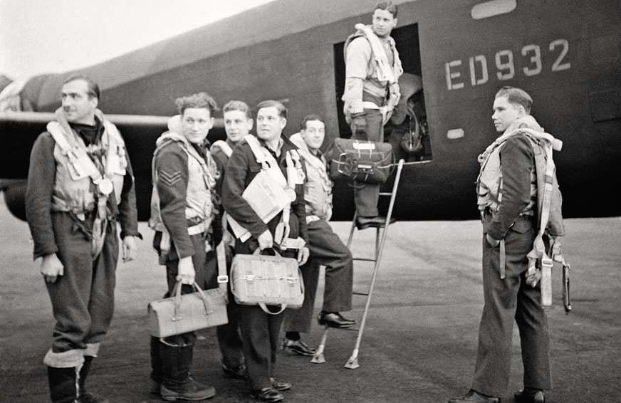 Wg Cdr Guy Gibson and his crew pause for a picture as they board ED932 for the Dams raid on 16 May 1943. Left to right: Flt Lt RD Trevor-Roper, Sgt J Pulford, FS GA Deering, Plt Off FM Spafford, Flt Lt REG Hutchinson,Wg Cdr Guy Gibson (in doorway) and Plt Off HT Taerum. IWM CH18005